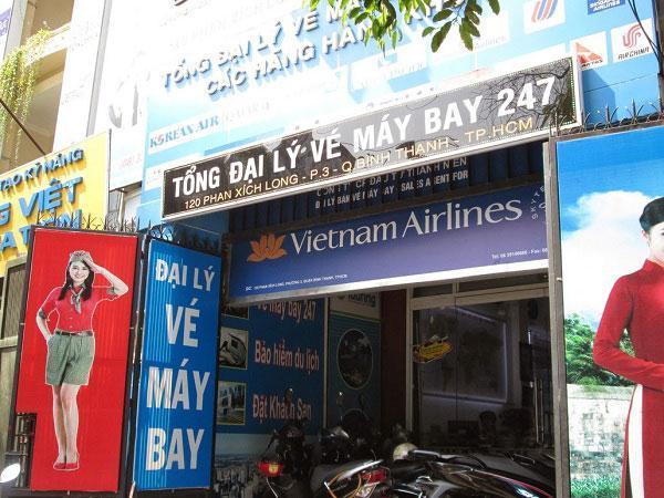 bảng hiệu phòng vé máy bay